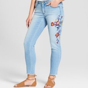 EUC Universal Thread embroidered jeans sz 18W